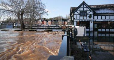 """فيضانات تضرب مستودعات تخزين """"لقاح كورونا"""" فى بريطانيا.. صور"""