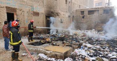صورة السيطرة على حريق بقطعة أرض فضاء بشارع المنشية فى منطقة الغريب بالسويس
