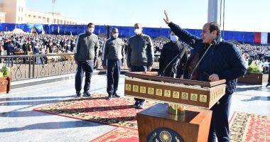 """الرئيس السيسى لأسر طلبة الشرطة: """"اتمنى أسلم عليكم كلكم.. أنتم أهلى وناسى"""" .. فيديو"""