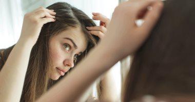 وصفات طبيعية للتخلص من الشعر الأبيض المبكر.. وصفة زيت جوز الهند الأسهل