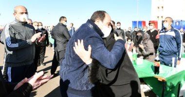 والدة أحد طلاب الشرطة للسيسى: بنحبك ياريس يا عزيز مصر.. رفعت راسنا ربنا يحميك.. فيديو