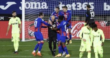 """أتلتيكو مدريد يحكم قبضته على قمة الدوري الاسباني بعد الفوز على إيبار بثنائية """"فيديو"""""""