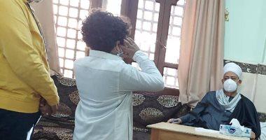 أصغر مؤذن فى مصر يحقق حلمه ويلتقى شيخ الأزهر ويستمع لموهبته.. صور