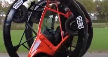 شاب يحول سيارته لآلة مدهشة يمكنها السير فى وضع مقلوب.. فيديو
