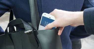 """المتهم بسرقة محل هواتف فى مدينة نصر: """"كنت شغال فيه وأحتفظ بالمفاتيح"""""""