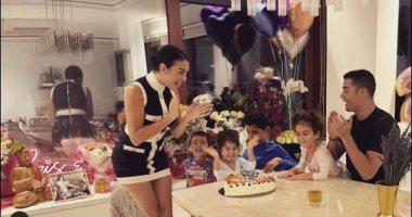 جورجينا رودريجيز صديقة رونالدو تحتفل بعيد ميلادها برفقة أبنائهما.. صور