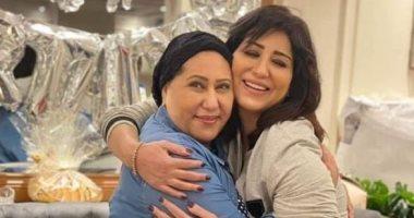 السعودية نيوز |                                              وفاء وأيتن عامر تحتفلان بعيد ميلاد والدتهما فى جو عائلى.. صور