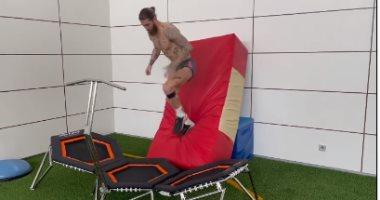 سيرجيو راموس يواصل تدريباته المنزلية بعد استبعاده من قائمة ريال مدريد..فيديو