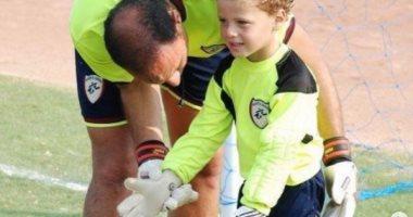 نادر السيد فى صورة نادرة مع ابنه أحمد بعد توقيعه للزمالك: أول خطواتك للحلم كبير