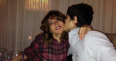 """""""قبلة على الخد"""".. سميرة سعيد وابنها يستعيدان ذكريات صورة من 7 سنين فى باريس"""