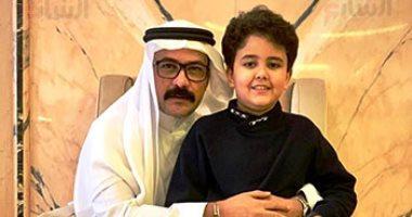 شاهد محمد رجب بملابس خليجية مع ابنه يوسف بالسعودية.. صور