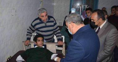 محافظ المنيا يتابع حادث انهيار حائط بأحد الفنادق ويطمئن على حالة المصابين.. صور