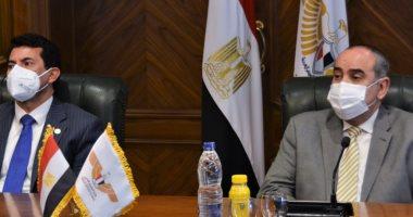 وزير الطيران يستقبل وزير الشباب ورئيس الاتحاد الدولى لكرة اليد