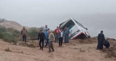مصابو حادث عمال الإسماعيلية: الشبورة المائية الكثيفة سبب التصادم.. فيديو