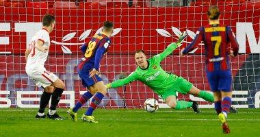 برشلونة يتأخر أمام إشبيلية بهدف في الشوط الأول بكأس إسبانيا.. فيديو