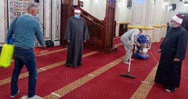 تعقيم المساجد استعدادا لصلاة الجمعة