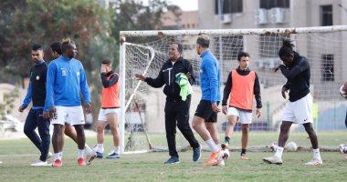 أحمد شعبان يقود تدريبات فريق البنك الأهلي بعد إقالة محمد يوسف.. صور