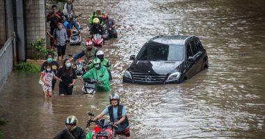 فيضانات عارمة تجتاح إندونيسيا ونزوح أكثر من 1000 مواطن من المنازل.. ألبوم صور