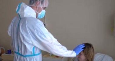 رجال دين يتطوعون لخدمة مصابى كورونا فى مستشفيات سلوفاكيا.. فيديو وصور