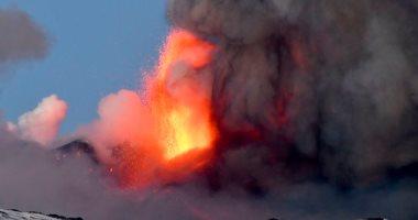 بركان إتنا الأكثر نشاطا فى أوروبا يثور من جديد ويغلق مطارا إيطاليا.. فيديو