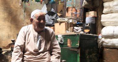 حكاية قمر الزمان والوقت والأوان في حياة عم سلامة صاحب أقدم مصبغة بالقاهرة