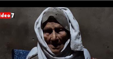 عمرها 100 سنة ولديها 11 ابنا و50 حفيدا وبتقول مواويل.. فيديو