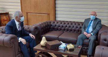 محافظ بورسعيد يبحث مع مجلس الجامعة الاستعداد للامتحانات