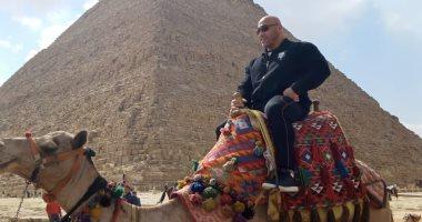 """مدرب """"بيج رامي"""" يزور منطقة الأهرامات.. صور"""