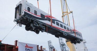 السكة الحديد تستقبل أول دفعة من العربات المجرية الجديدة.. صور