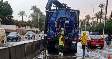 القابضة للمياه تتابع عمليات سحب تجمعات مياه الأمطار بالجيزة