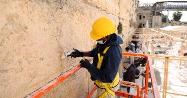 صور.. الاحتلال الإسرائيلى يرمم حجارة الحائط الغربى بالقدس
