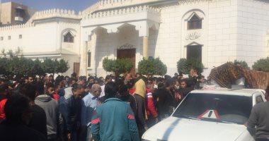 صورة تشييع جثامين 3 شباب دهسهم قطار القاهرة الإسماعيلية.. فيديو وصور
