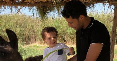 محمد إبراهيم يحتفل بعيد ميلاده ابنه: الأكثر وسامة فى العالم