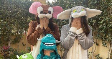 السعودية نيوز |                                              ضحك ولعب.. بنات أحمد زاهر في صور طريفة بأزياء حيوانات تنكرية