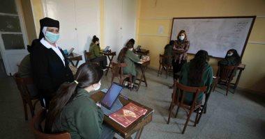 فى أول أيام الامتحانات.. طلاب أولى ثانوى: امتحان العربى سهل..صور