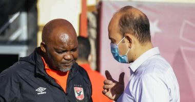 موسيماني يبحث مع طبيب الأهلي موقف المصابين قبل مواجهة فيتا كلوب
