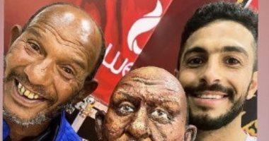 أيمن أشرف مع عم حارث قبل مواجهة الأهلى وطلائع الجيش غداً.. صور