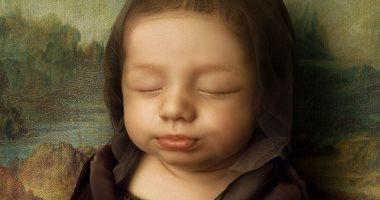 أب يستلهم أفكارا لتصوير طفلته حديثة الولادة من اللوحات العالمية.. ألبوم صور