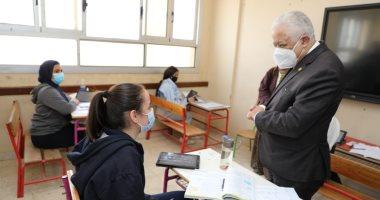 الدكتور طارق شوقى وزير التربية والتعليم يتابع امتحانات الفصل الدراسى الأول