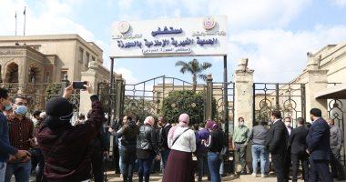 ابنة يوسف شعبان تصل مستشفى العجوزة لتشييع جثمان والدها لمثواه الأخير