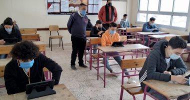 التعليم: 99% من طلاب الصف الثانى الثانوى أدوا امتحان الفلسفة والأحياء