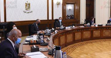 رئيس الوزراء يترأس اجتماع المجموعة الاقتصادية..صور