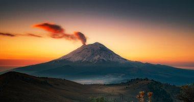 """100 صورة عالمية.. """"الميلاد"""" فى شروق الشمس وثوران البركان.. الخير والشر معا"""