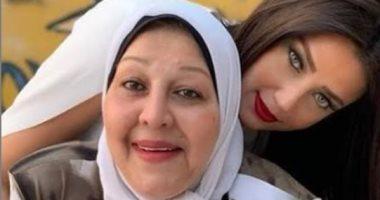 تشييع جثمان والدة الإعلامية رضوي الشربيني من مسجد السيدة نفيسة بعد صلاة الظهر