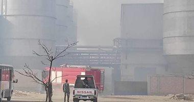 حريق بمصنع كرتون بالعاشر من رمضان و10سيارات إطفاء للسيطرة على النيران.. صور