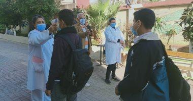 طلاب الثانى الإعدادى يستعدون لأداء الامتحان المجمع وسط إجراءات وقائية.. صور