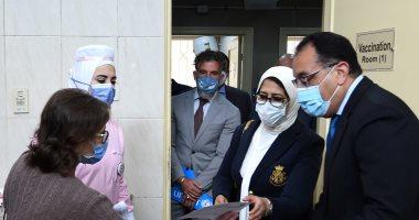 رئيس الوزراء يشهد بدء تطعيم أصحاب الأمراض المزمنة وكبار السن بلقاح كورونا