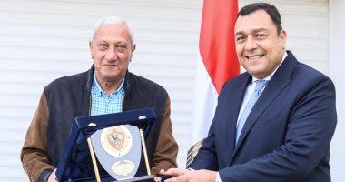 رئيس الزمالك يشكر السفير المصري فى تونس ويؤكد : لم يترك البعثة