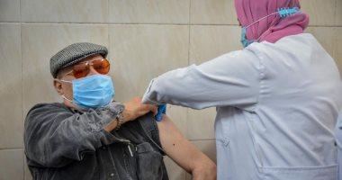 الصحة: تطعيم 1141 مواطنا من الفئات المستحقة بلقاح كورونا فى اليوم الأول.. صور
