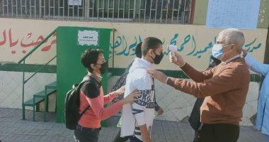 طلاب الشهادة الإعدادية يؤدون امتحان الترم المجمع.. صور وفيديو